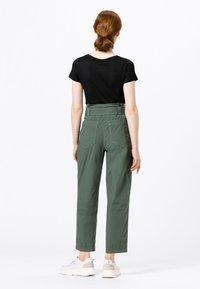 HALLHUBER - PAPERBAG - Trousers - seegrün - 1