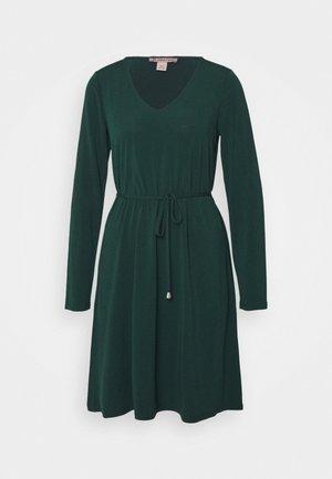 Sukienka z dżerseju - scarab