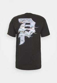Primitive - DIRTY BLAZE - T-shirt med print - tar - 1