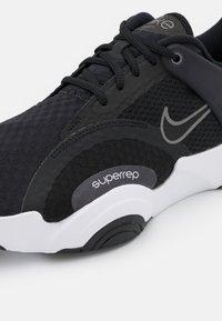 Nike Performance - SUPERREP GO 2 - Treningssko - black/metallic dark grey/white/black/pure platinum/dark obsidian - 5