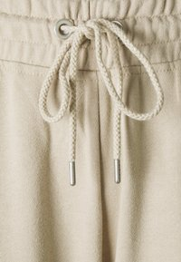 Cotton On - YOUR FAVOURITE TRACKPANT - Tracksuit bottoms - sand dune - 2