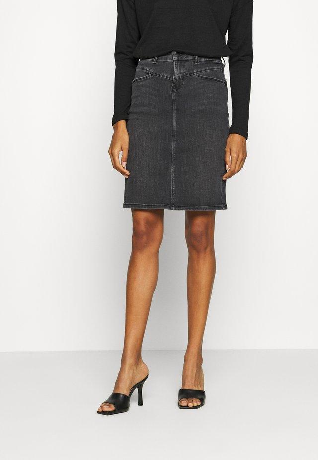HADLEY SKIRT - Pouzdrová sukně - black washed denim