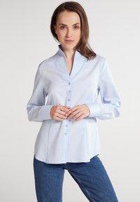 Eterna - MODERN CLASSIC REGULAR FIT - Button-down blouse - hellblau - 0