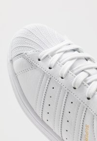 adidas Originals - SUPERSTAR - Sneaker low - footwear white/core black - 2
