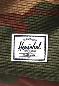 Herschel - SETTLEMENT - Batoh - woodland camo - 6
