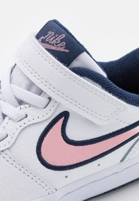 Nike Sportswear - COURT BOROUGH 2 SE1 UNISEX - Baskets basses - white/pink glaze/midnight navy - 5