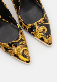 Versace Jeans Couture - Czółenka - multicolor - 6