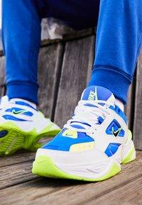 Nike Sportswear - M2K TEKNO - Zapatillas - white/black/volt/racer blue - 7