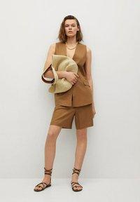 Mango - LEONARD - Shorts - light brown - 1