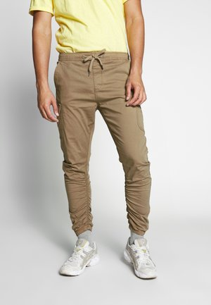 LAKELAND - Pantaloni cargo - amber