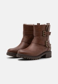 Dorothy Perkins Wide Fit - WIDE FIT ARUBABUCKLE BOOT - Cowboy/biker ankle boot - tan - 2