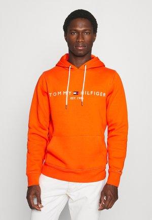 LOGO HOODY - Hoodie - daring orange