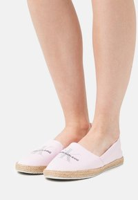 Calvin Klein Jeans - PRINTED  - Espadrilles - pearly pink - 0
