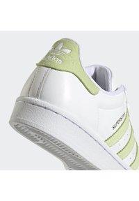 adidas Originals - SUPERSTAR  - Trainers - ftwwht/hireye/goldmt - 7