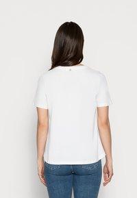 Rich & Royal - T-shirt z nadrukiem - white - 2