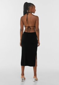 Bershka - WITH CUT-OUT AND OPEN BACK  - Cocktailklänning - black - 1