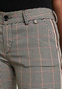 Herrlicher - LOVELY POLY STRIPE CHECK - Kalhoty - beige - 3