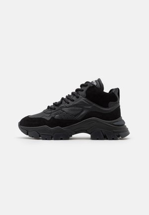 TAYKE OVER - Sneakersy niskie - black