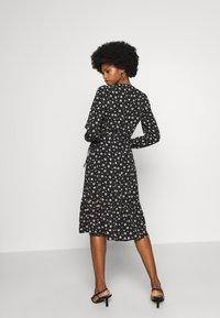 Wallis - DITSY TIERED MIDI WRAP DRESS - Sukienka letnia - black - 2