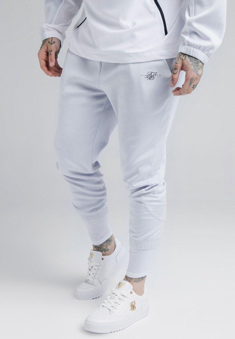 SIKSILK - TRANQUIL DUAL CUFF PANTS - Verryttelyhousut - light blue/white