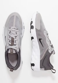 Nike Sportswear - RENEW LUCENT - Sneakers basse - atmosphere grey/black/thunder grey/white - 0