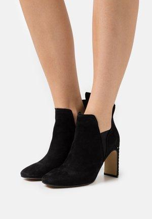 HAYLEY - Kotníková obuv na vysokém podpatku - black