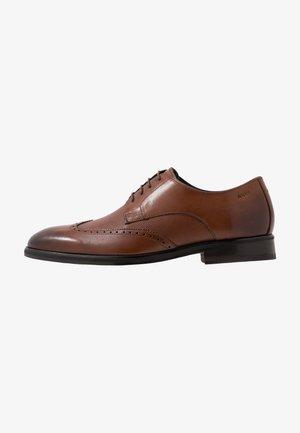 KLEITOS BROUGE LACE UP - Elegantní šněrovací boty - cognac