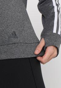 adidas Performance - CLIMALITE RUNNING LONG SLEEVE PULLOVER - Sudadera - grey heather/white - 6