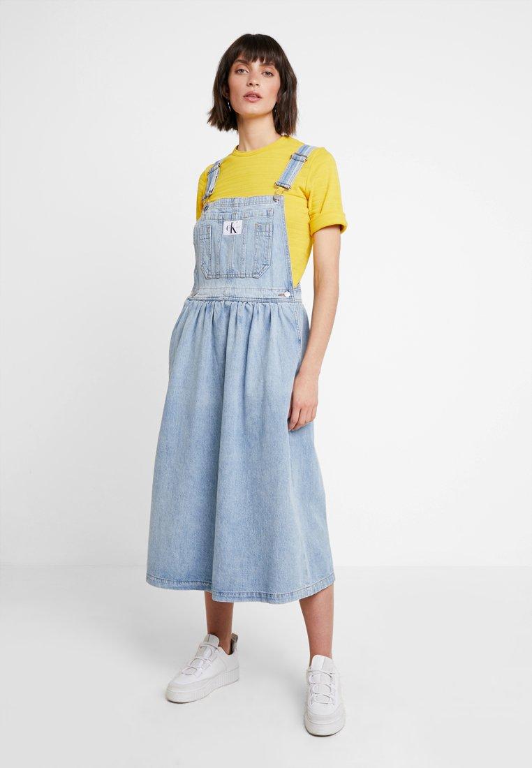 Calvin Klein Jeans - ICONIC DUNGAREE DRESS - Maxi dress - light stone