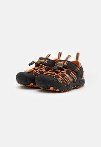 Kamik - CRAB UNISEX - Sandales de randonnée - black/orange/charcoal - 1