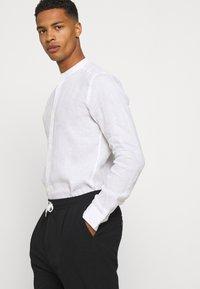 Only & Sons - ONSKARLO MAO SHIRT - Shirt - white - 3