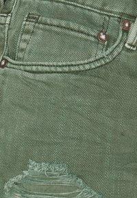 Free People - LOVING GOOD VIBRATIONS - Shorts di jeans - sage - 2