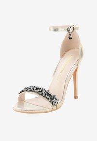 PRIMA MODA - FABBRICHE - Korolliset sandaalit - gold - 2