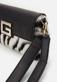 Guess - BRIGHTSIDE SHOULDER BAG - Handbag - zebra - 3