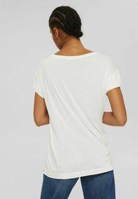 Esprit Collection - MIT PRINT AUS LENZING™ ECOVERO™ - Print T-shirt - off white - 2
