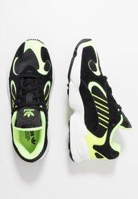 adidas Originals - YUNG-1 - Zapatillas - core black/hi-res yellow - 2