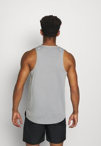 Nike Performance - RISE 365 TANK TRAIL - Sports shirt - particle grey/poison green - 2