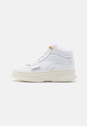 DEVA  - Höga sneakers - white/marshmallow