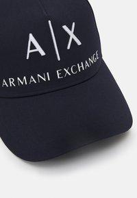 Armani Exchange - CORP LOGO HAT UNISEX - Cap - blu navy/bianco - 3
