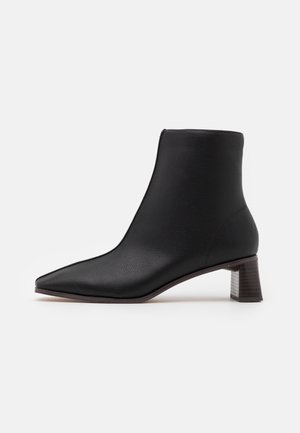 CYLINDER SQUARED BOOTS - Classic ankle boots - black/brown