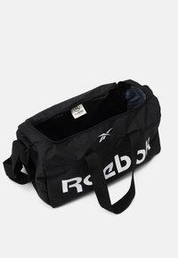 Reebok - ACT CORE GRIP UNISEX - Sportväska - black/white - 3