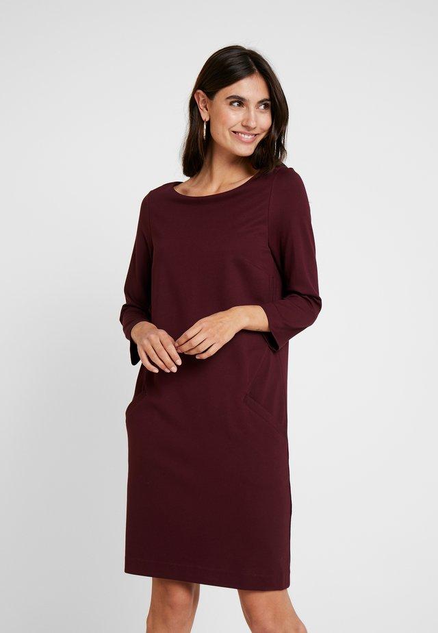 Žerzejové šaty - red