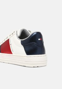 Tommy Hilfiger - Sneakers basse - white/multicolor - 4