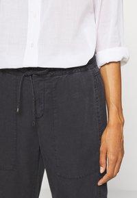 Marc O'Polo - TRAVEL PANTS - Pantalones - black - 3