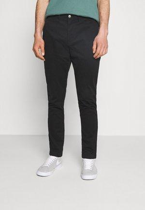 WASHED SLIM CHINO PANT - Chino kalhoty - black