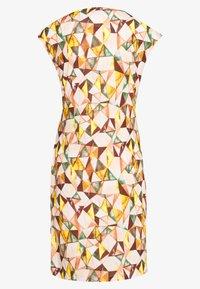 Cartoon - KURZ - Jersey dress - apricot/green - 1