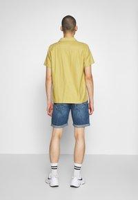 Only & Sons - ONSAVI LOOSE BLUE  - Denim shorts - blue denim - 2