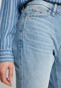 Tommy Jeans - CROP - Flared Jeans - light-blue - 3