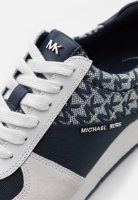MICHAEL Michael Kors - ALLIE TRAINER - Zapatillas - navy/optic white - 6