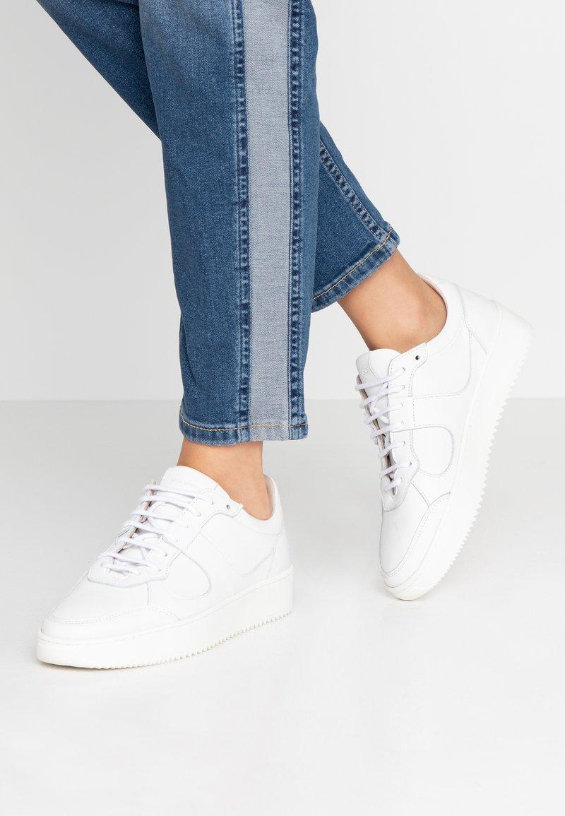 Royal RepubliQ - BOLT OXFORD SHOE - Sneakers - white